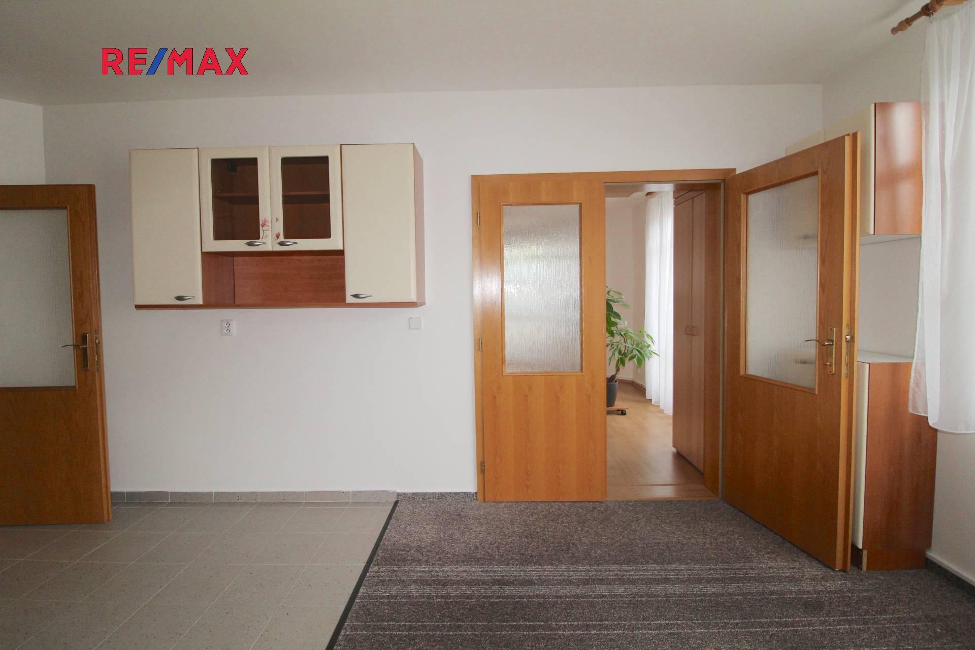 Pronájem bytu 1+1 85 m2 s 2 terasami 11 m2 a garážovým stáním v ulici Paříkova Praha 9 Vysočany