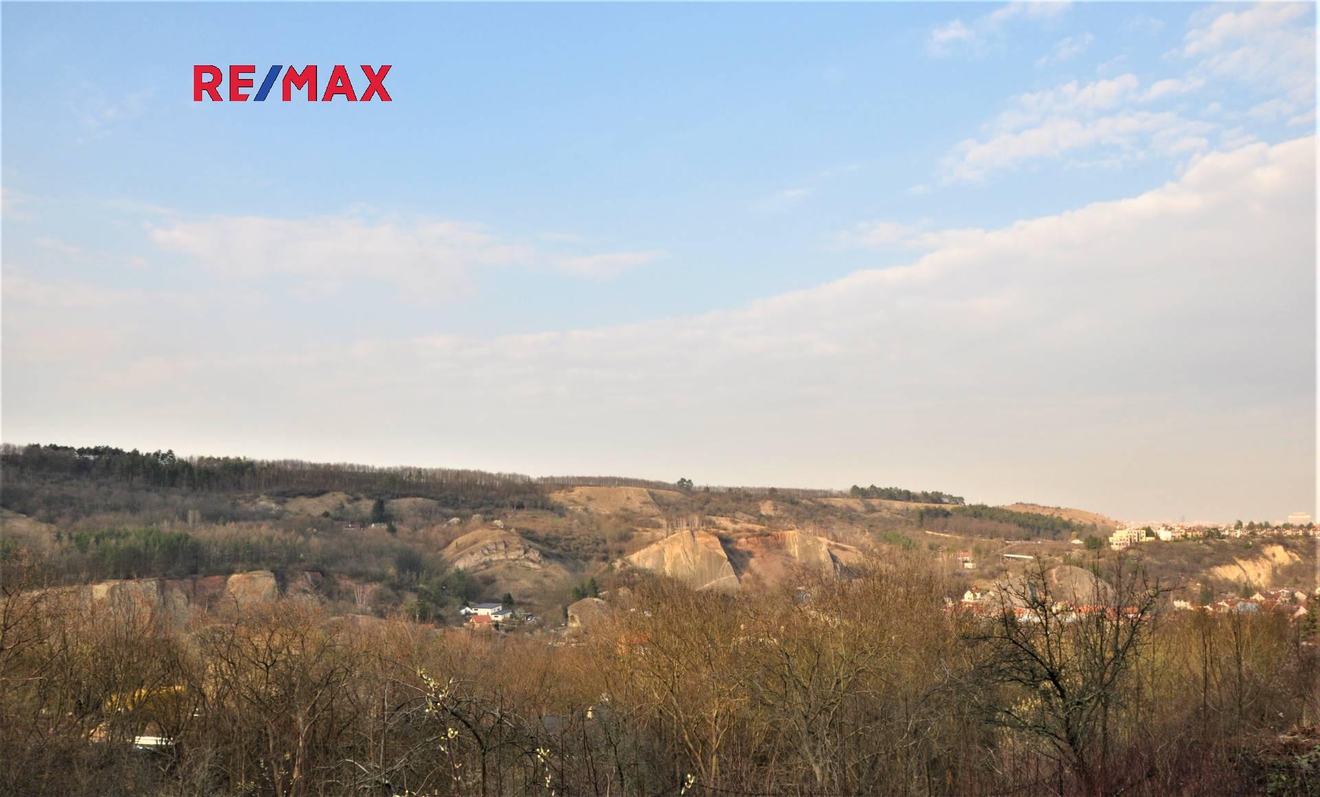 Prodej stavebního pozemku 1 025 m2 k výstavbě RD v Praze 5 Hlubočepy