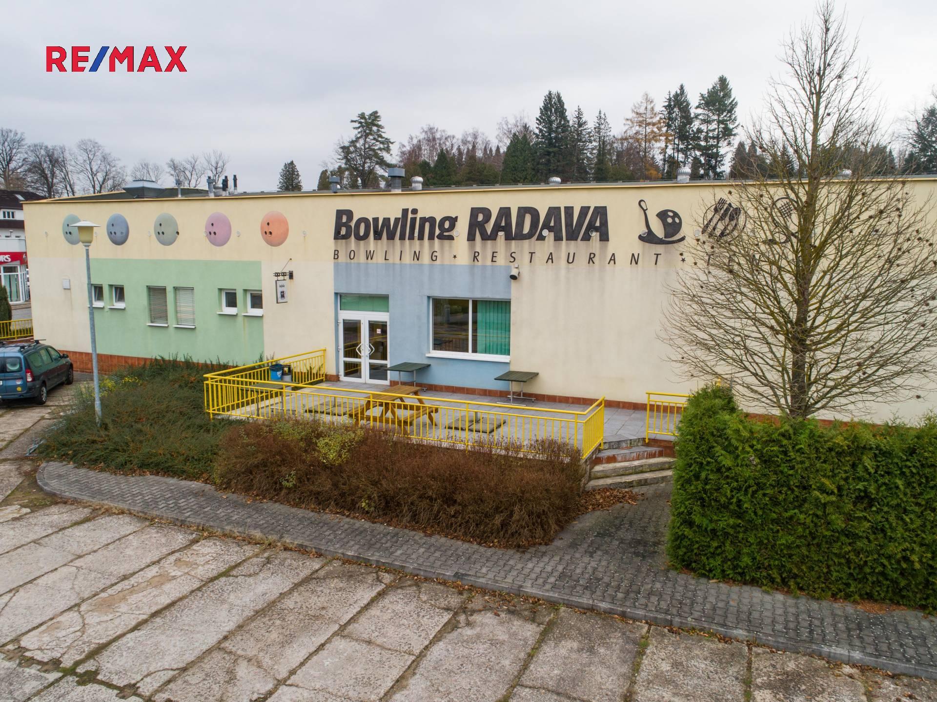 Prodej multifunkčního objektu: Bowlingové centrum s restaurací v Ústí nad Orlicí.