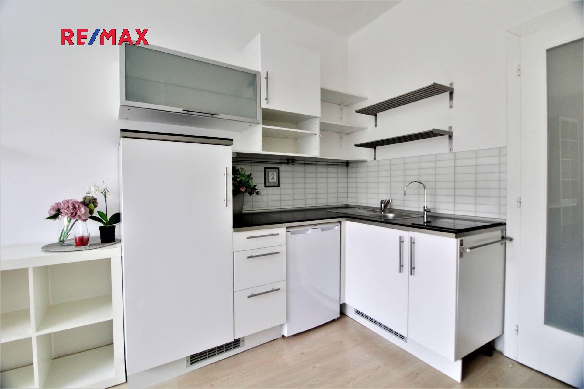 Na prodej útulný byt 1+kk po rekonstrukci v pražském Podolí