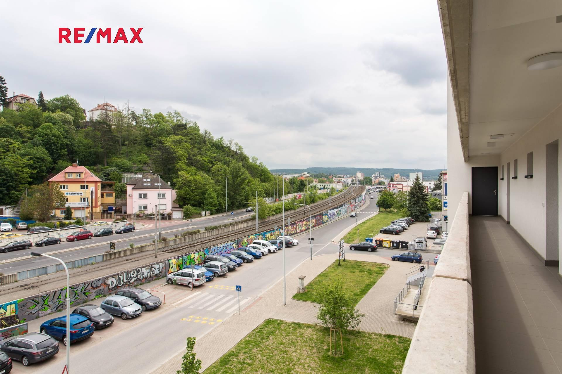 Pronájem bytu 2kk 49 m2 s balkonem a parkovacím stáním v ulici Mezi vodami Praha 4