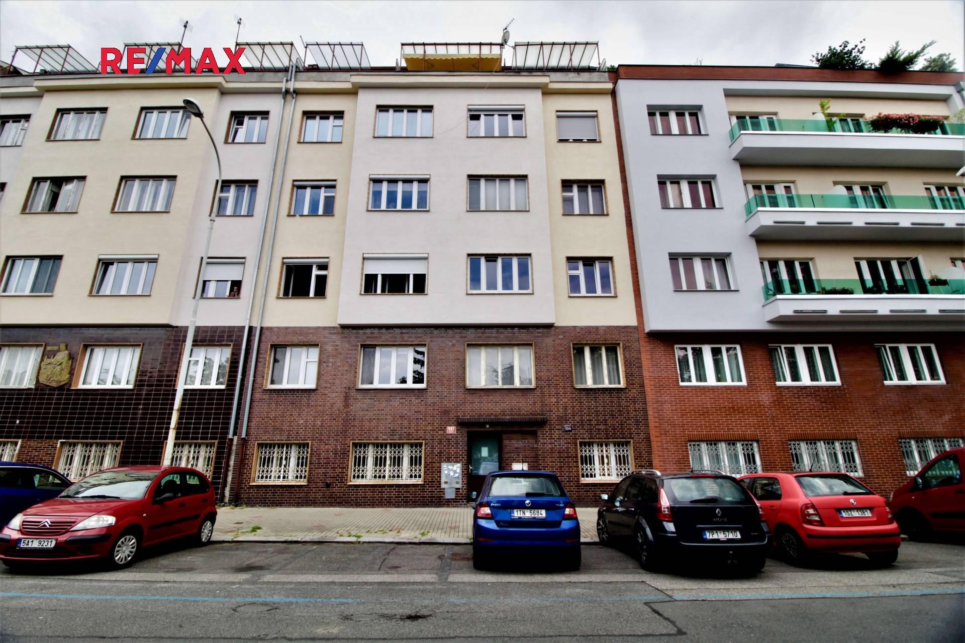 Pohled na dům z ulice Podolská