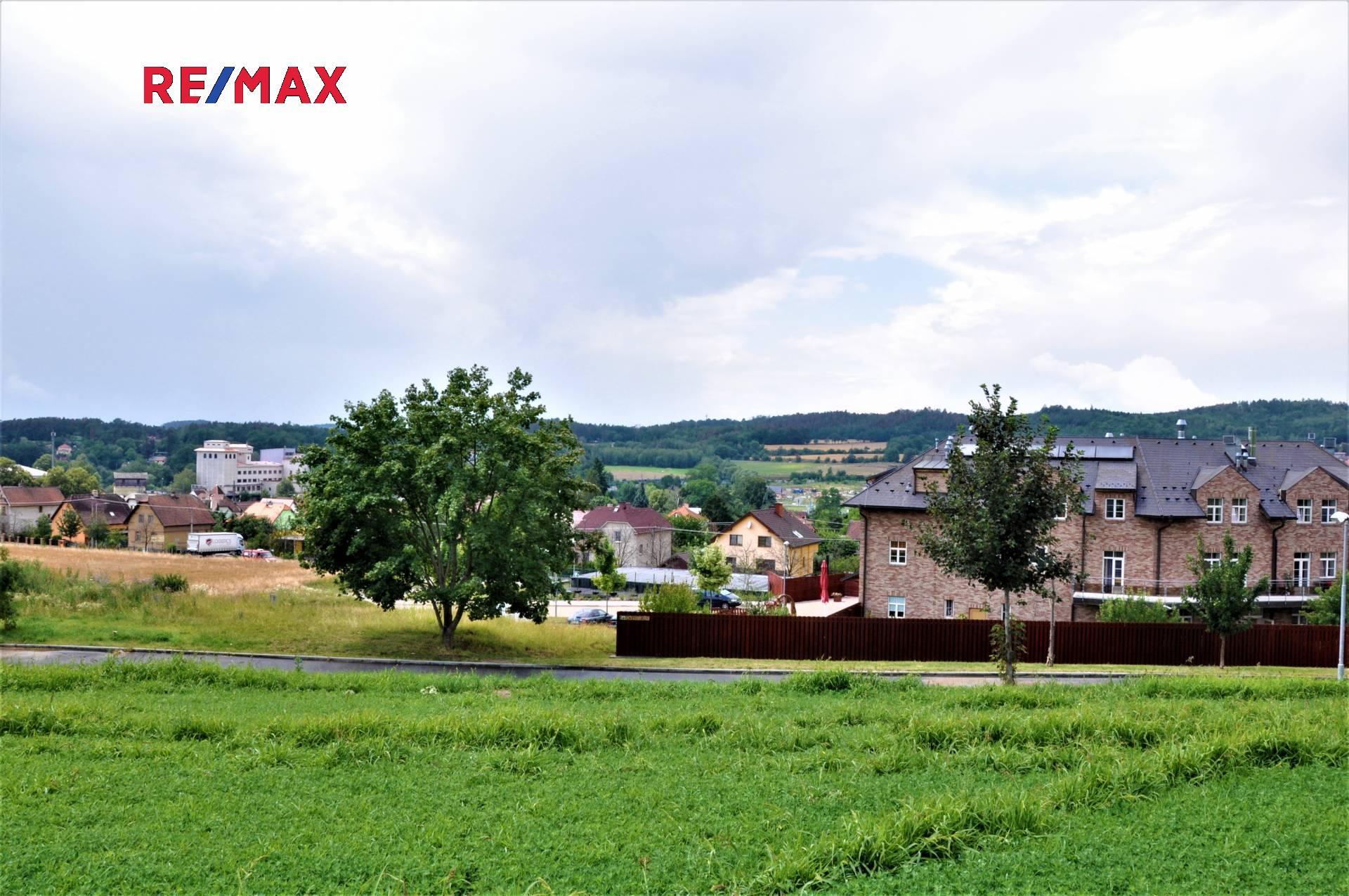 Pohled z pozemku na Čerčany