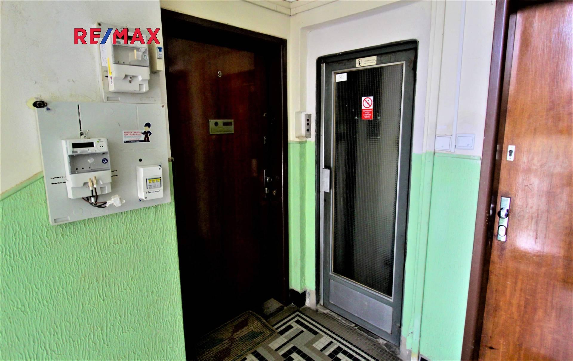 Vstup do bytu a výtah