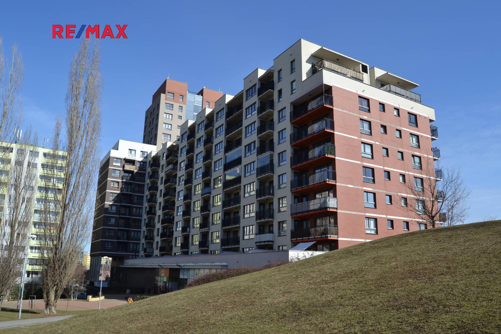 Byt 2+kk s velkým balkonem a garážovým stáním, Stodůlky