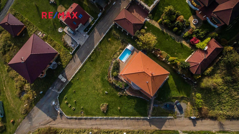 Prodej rodinného domu 6+kk s bazénem, 277m2, pozemek 1 923m2, Štěchovice – Třebenice